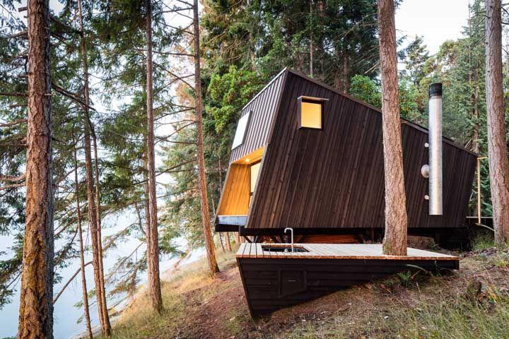 Um pouco de design não faz mal para ninguém, não é mesmo? Nessa mini casa, a bancada da cozinha fica do lado de fora