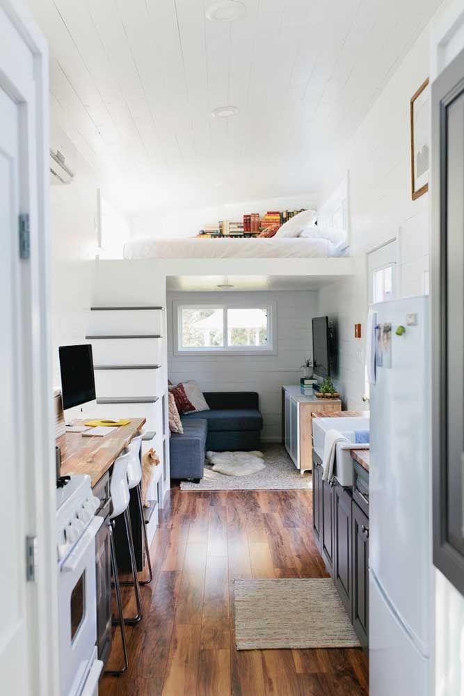 Já para quem curte uma decor mais clean, pode deixar a mini casa por dentro toda branquinha