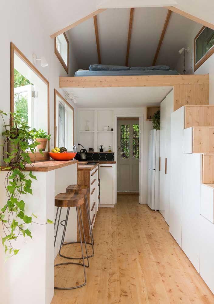 Mais um projeto de mini casa onde a escada é protagonista