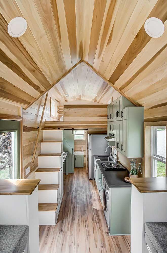 A madeira sempre valoriza projetos pequenos e intimistas, ideal, portanto, para mini casas