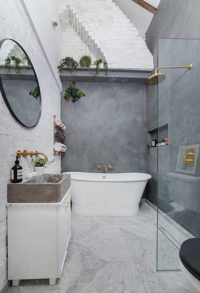 Uma banheira estilosa para o banheiro pequeno contemporâneo