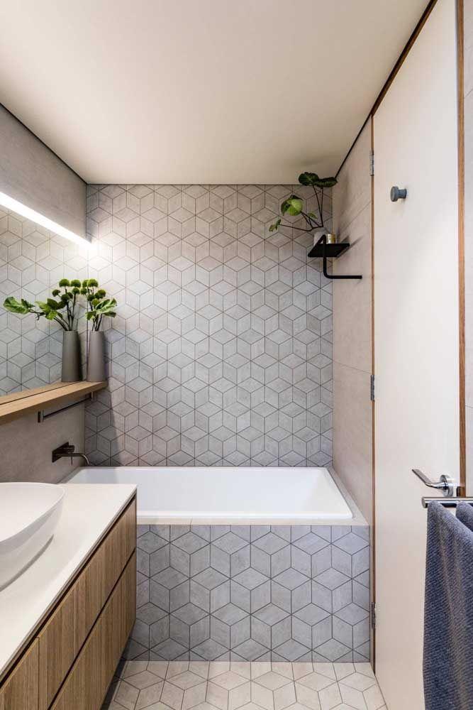 Os revestimentos fazem toda a diferença no visual final do banheiro pequeno com banheira