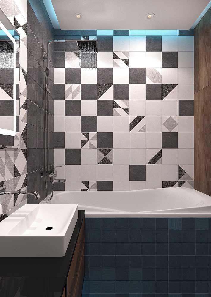 Banheiro pequeno e moderno com banheira e chuveiro juntos