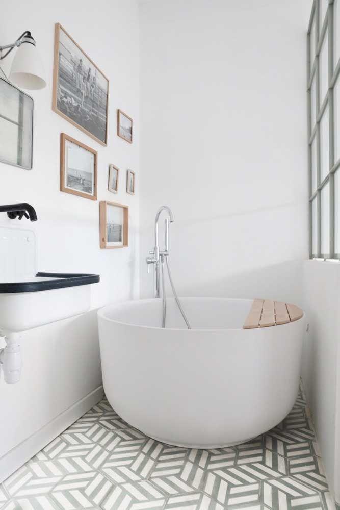 Banheira no estilo ofurô redonda em cerâmica