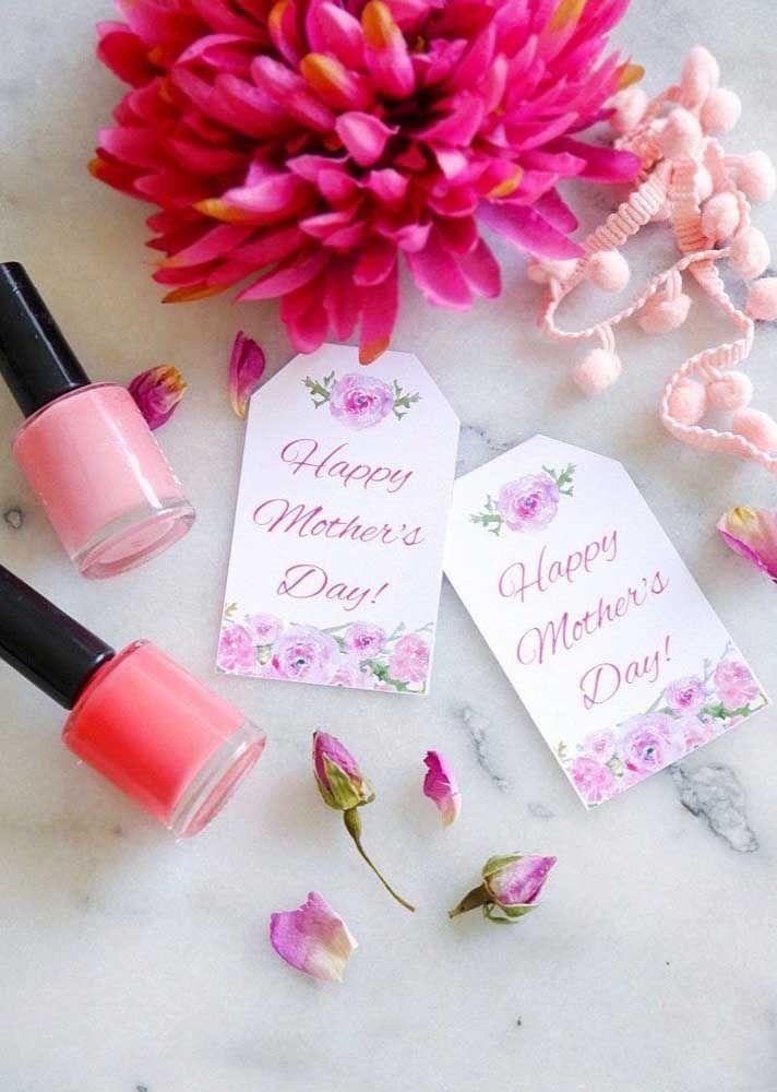 Que mãe não gosta de estar sempre com as unhas bem feitas? Selecione as cores preferidas dela em forma de esmaltes