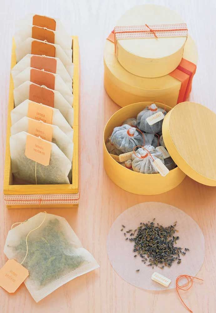 Faça você mesmo para sua mãe saquinhos de chá; use as ervas preferidas dela