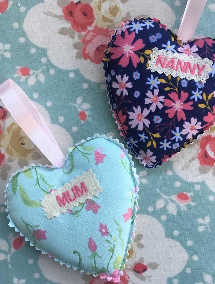Que ideia simples e fácil de fazer: corações de tecido! Sua mãe vai adorar
