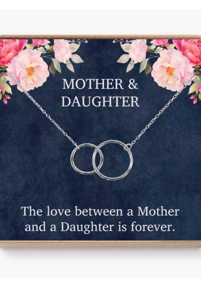 Mãe e filha unidas para sempre: é o que representa esse pingente de círculos entrelaçados