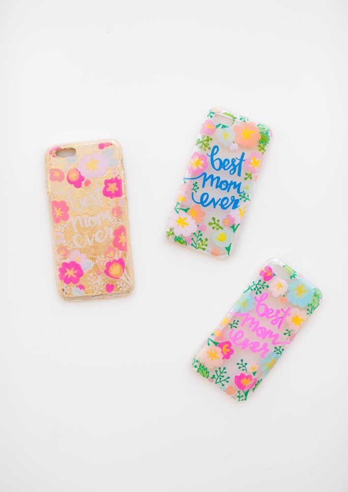 Capinhas de celular também são uma boa dica de lembrancinha para o dia das mães, só não se esqueça de personalizar o item