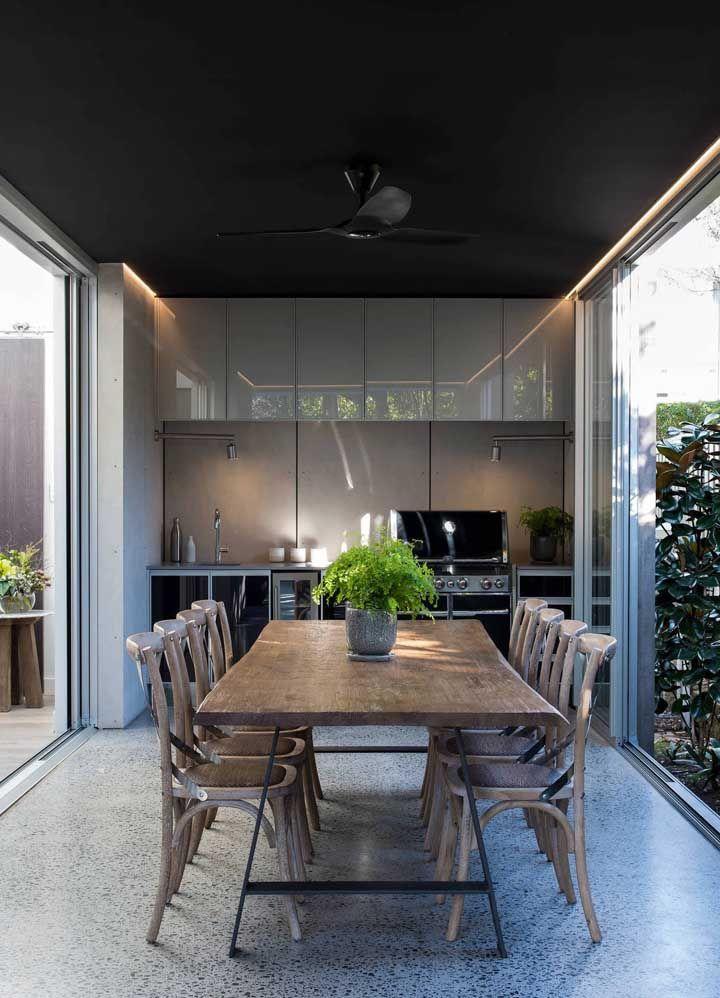 Piso Fulget para a cozinha moderna e integrada à sala de jantar