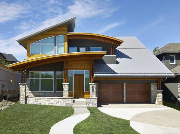 O projeto arrojado de arquitetura optou pelo piso Fulget resinado e desenhado para compor a área externa da casa
