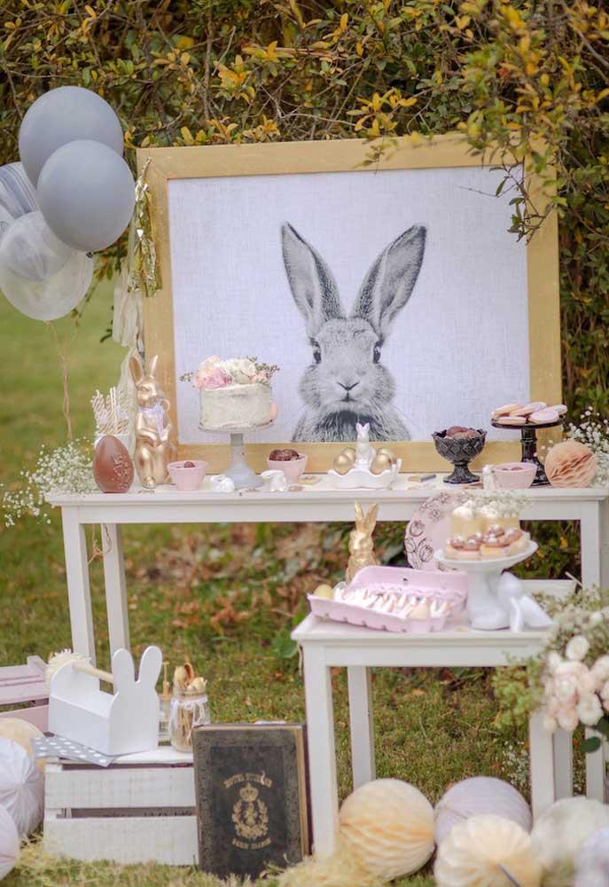 Os símbolos principais da páscoa como o coelho e o ovo devem está presentes na decoração da celebração.