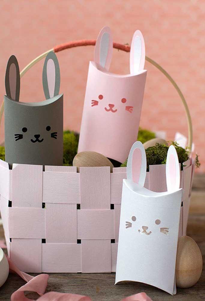 Quer fazer uma decoração de páscoa simples e barata? Faça caixinhas com cartolina e desenhe a carinha do coelhinho.
