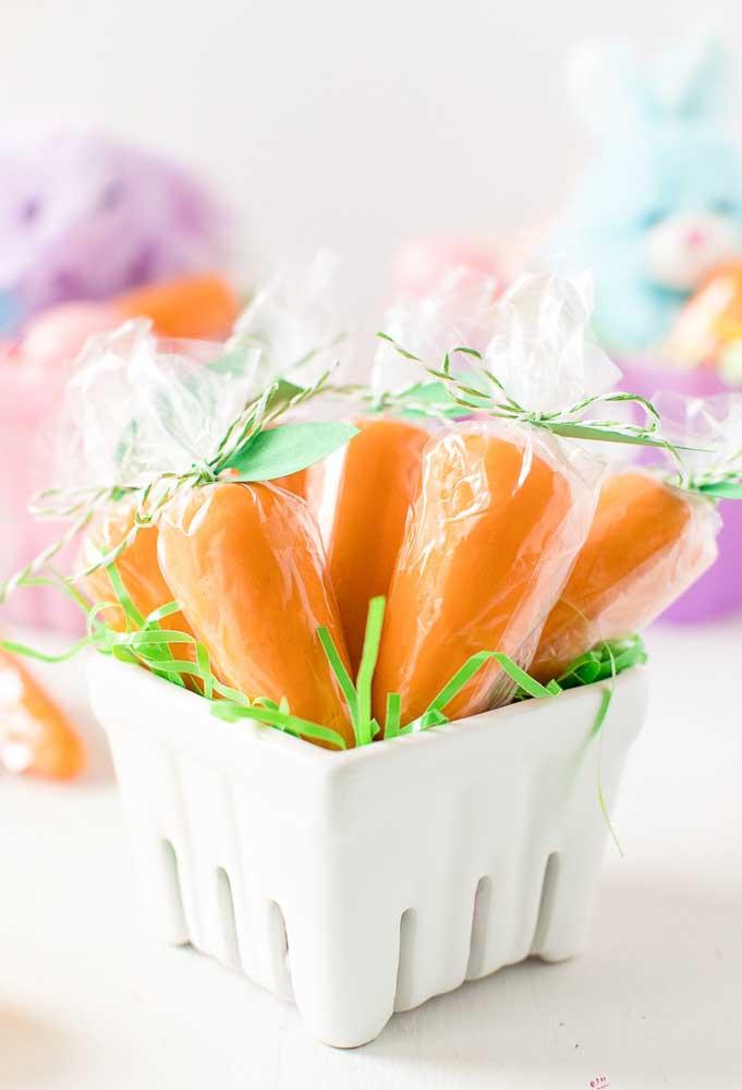 Um dos principais elementos decorativos da páscoa é a cenoura. Portanto, use e abuse dela na decoração.