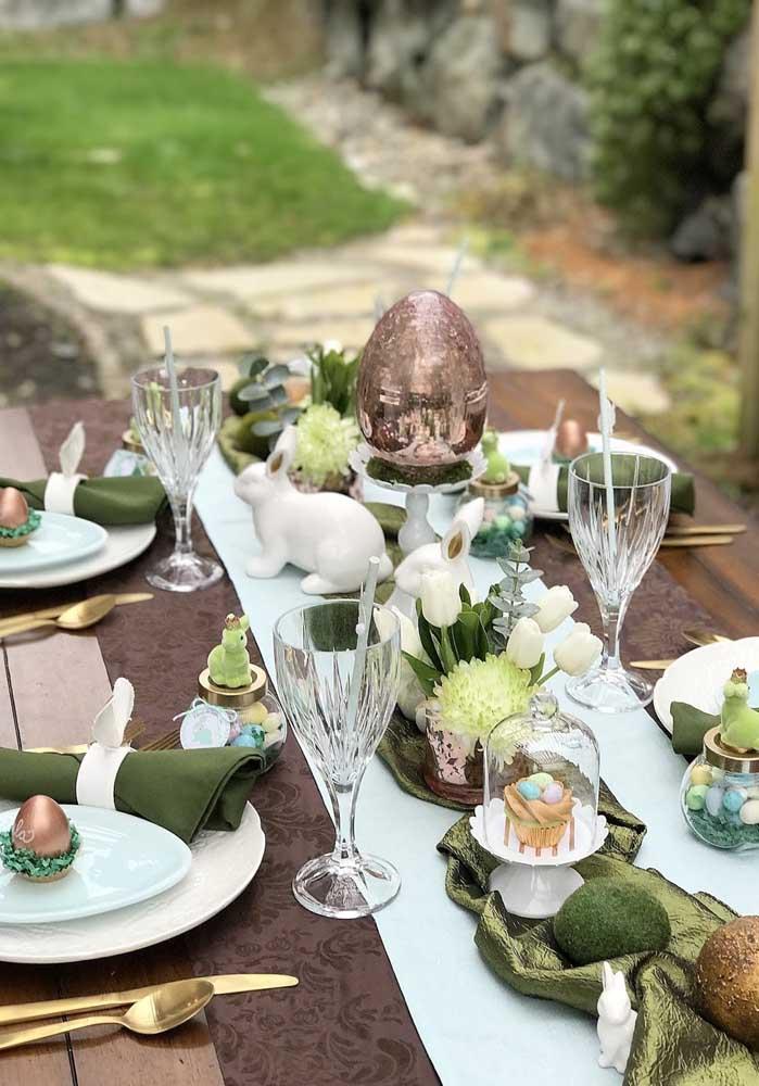 Invista em uma decoração mais fina e chique para fazer o almoço de páscoa com a família.