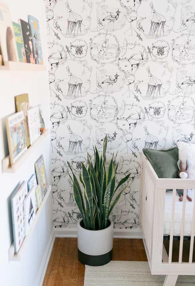 Para deixar o ambiente mais fofo, aposte em um papel de parede diferenciado para colocar no quarto do bebê.