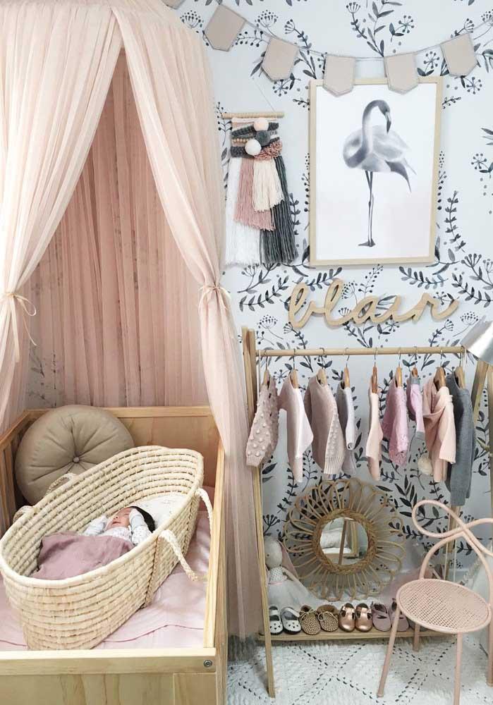 O bebê precisa de um ambiente calmo e tranquilo para ter um bom sono. Nesse caso, as cores claras deixam o ambiente mais relaxado, além de permitir uma perfeita combinação com outros tons.