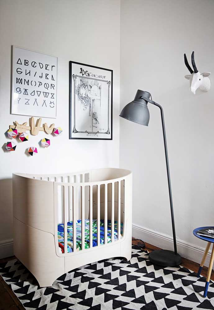Você pode apostar em cores neutras para fazer a decoração do quarto do bebê e caprichar em alguns detalhes.