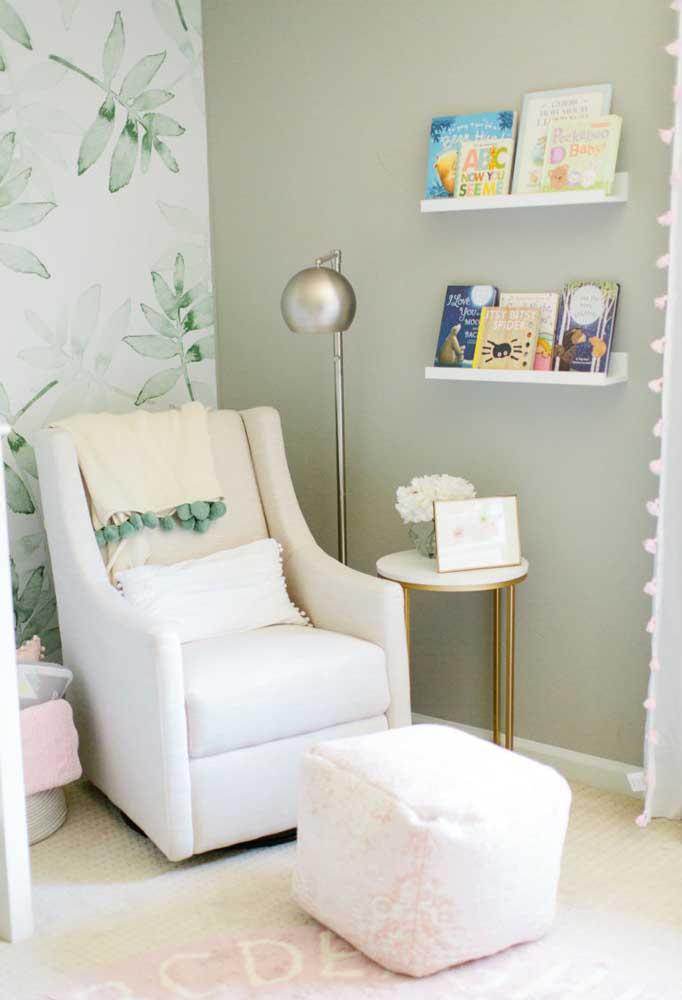 Para destacar o ambiente, pinte uma das paredes com uma cor mais lisa como o cinza.