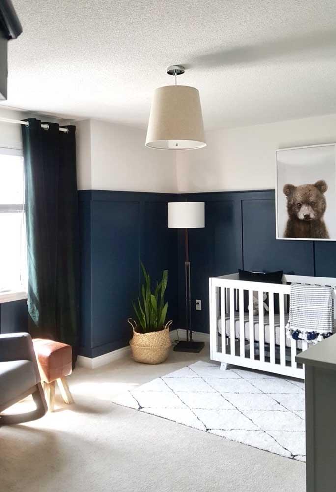 Geralmente, se usa o azul mais claro na decoração do quarto de bebê. Mas o azul escuro pode ser uma excelente opção para quem deseja inovar.