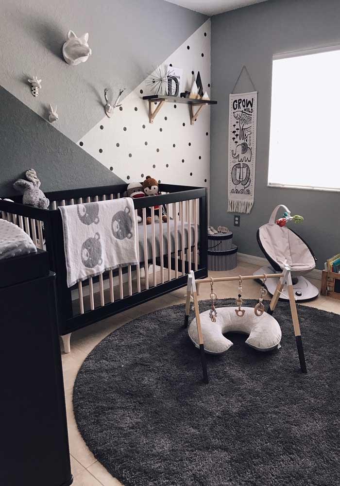 Você já imaginou o quarto de bebê nesse estilo? Pois bem, a ideia de usar três texturas diferentes na parede, deixa o cômodo com uma aparência mais moderna.