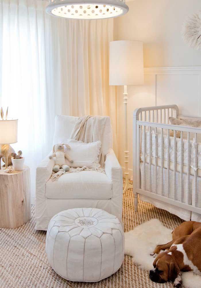 O estilo de tapete usado permitiu com que o ambiente ficasse com um ar mais sofisticado.
