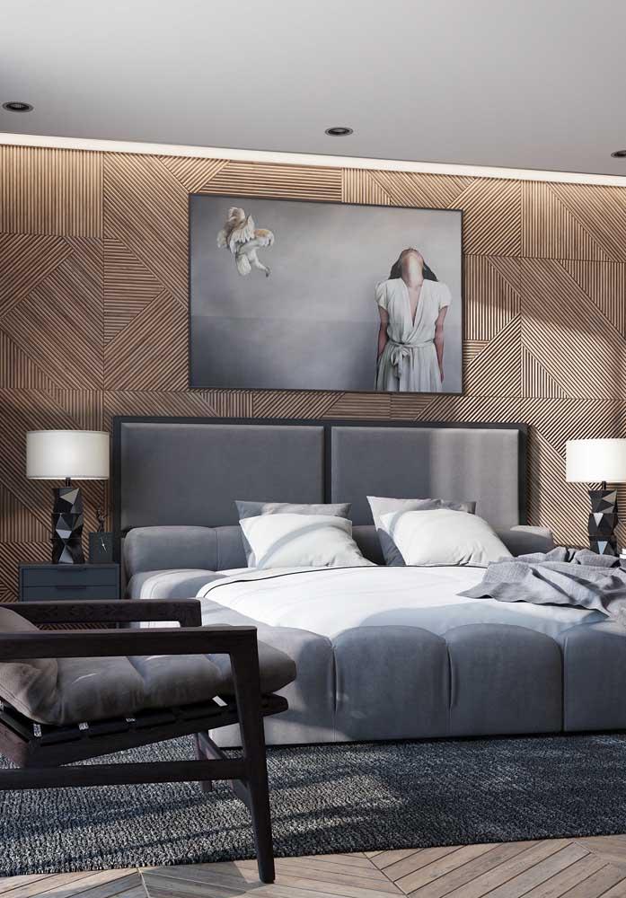O revestimento de parede diferenciado foi o escolhido para compor a decoração desse quarto cinza.