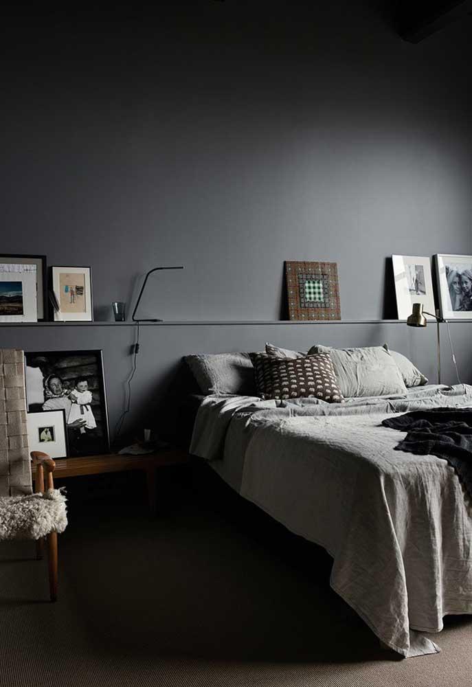 Que tal apostar em um quarto com parede cinza na hora de fazer a decoração do ambiente?