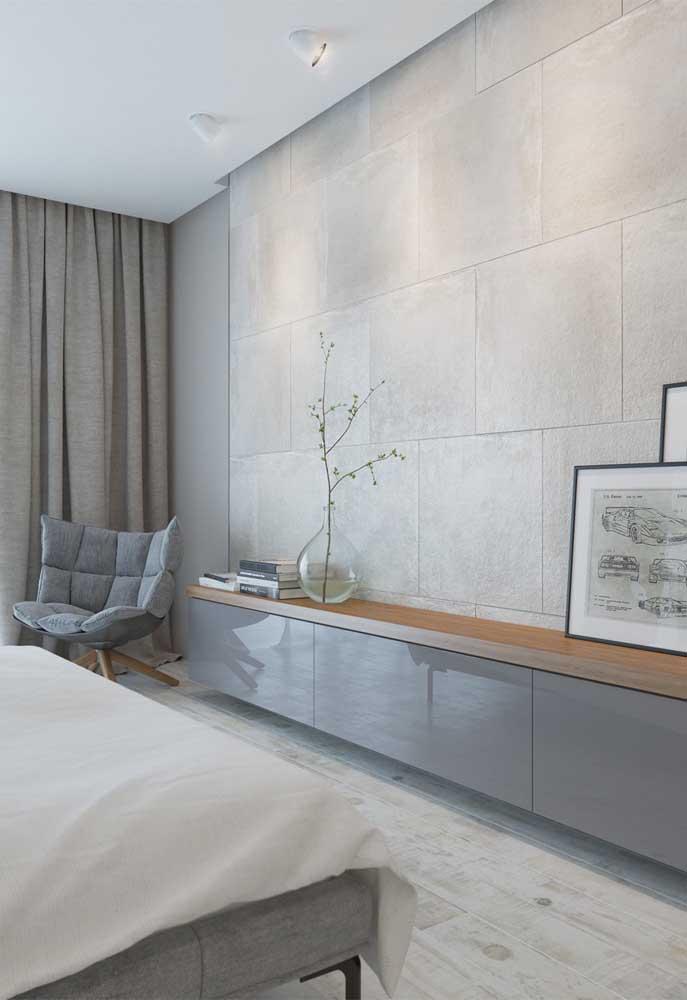 Se você deseja ter um ambiente mais clean, mas não quer usar a cor branca, pode escolher um quarto cinza claro.