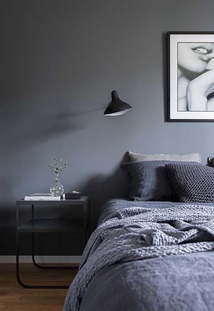 Para ter um ambiente mais moderno, faça uma combinação com o cinza claro e o escuro.