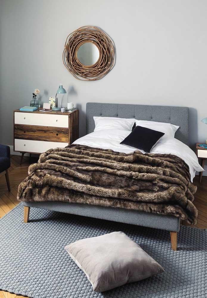 Um toque especial como os acessórios de cama podem fazer uma enorme diferença na decoração do quarto de casal.