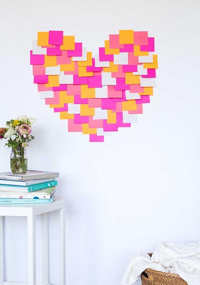 Já pensou em fazer uma decoração dia dos namorados com papel no estilo post-it?