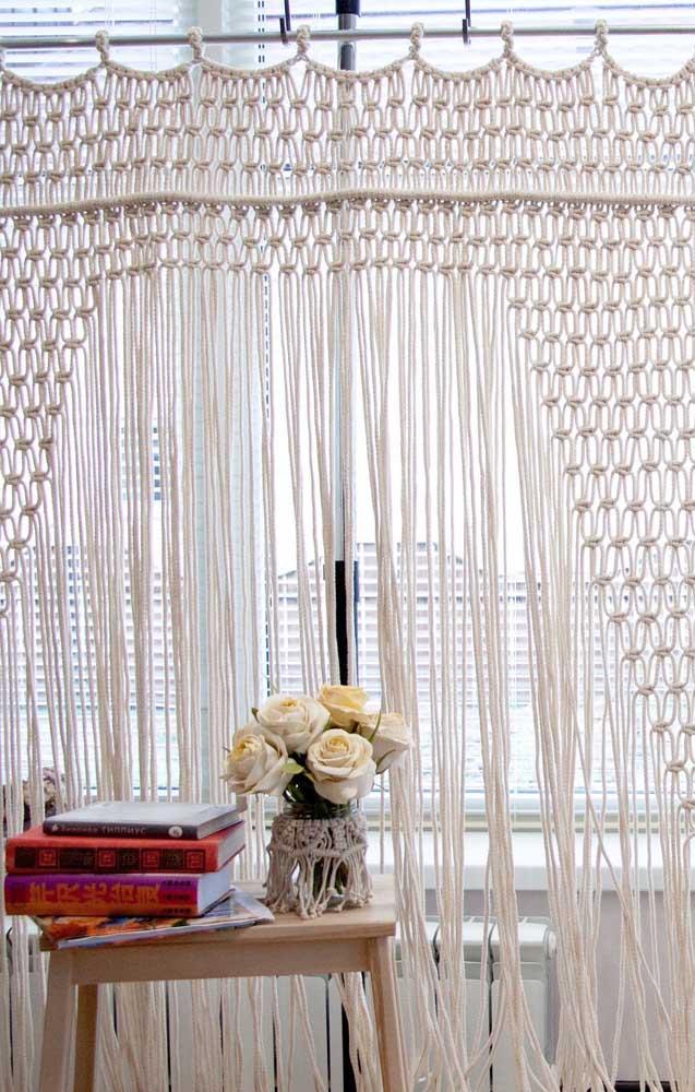 Ao escolher o fio para a cortina de crochê dê preferência ao barbante que é mais resistente e durável
