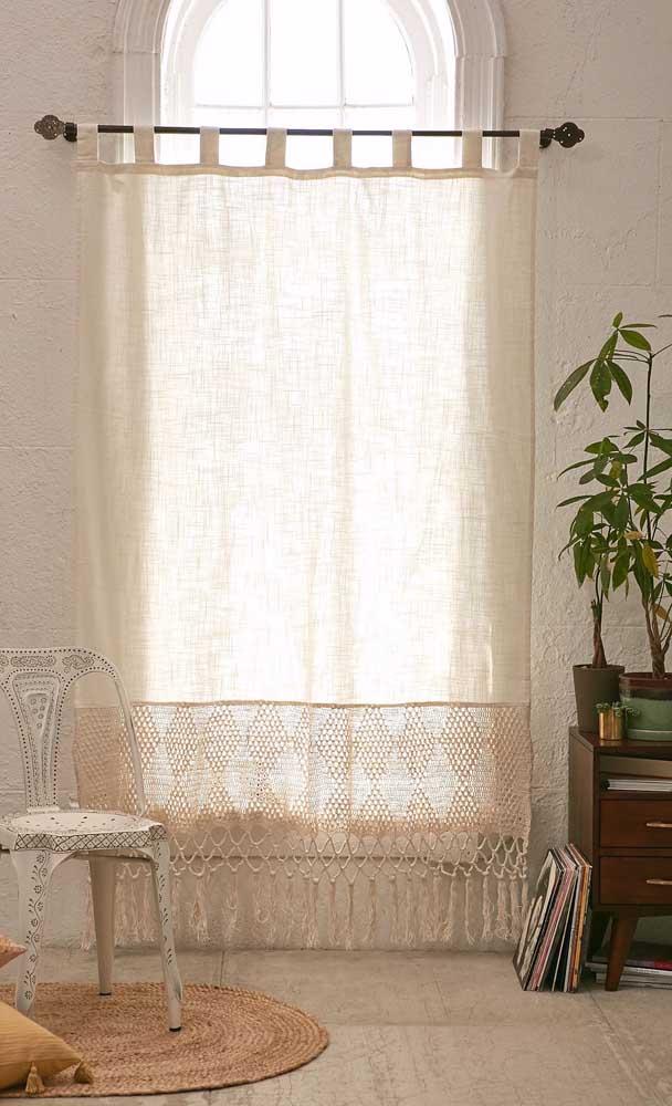 Algodão cru e barrado de crochê: combinação perfeita para uma cortina rústica