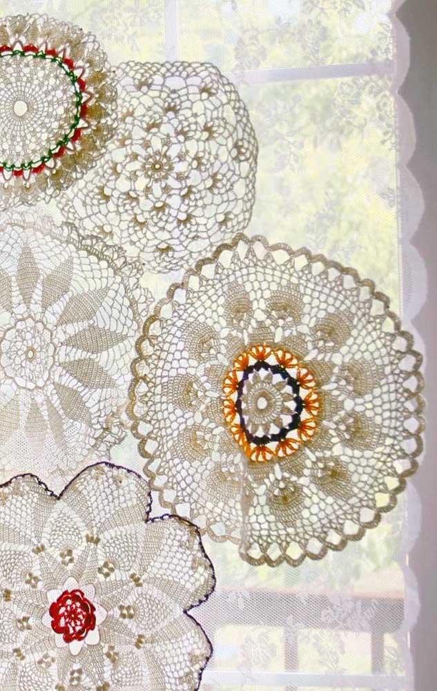Flores gigantes de crochê formam essa cortina linda