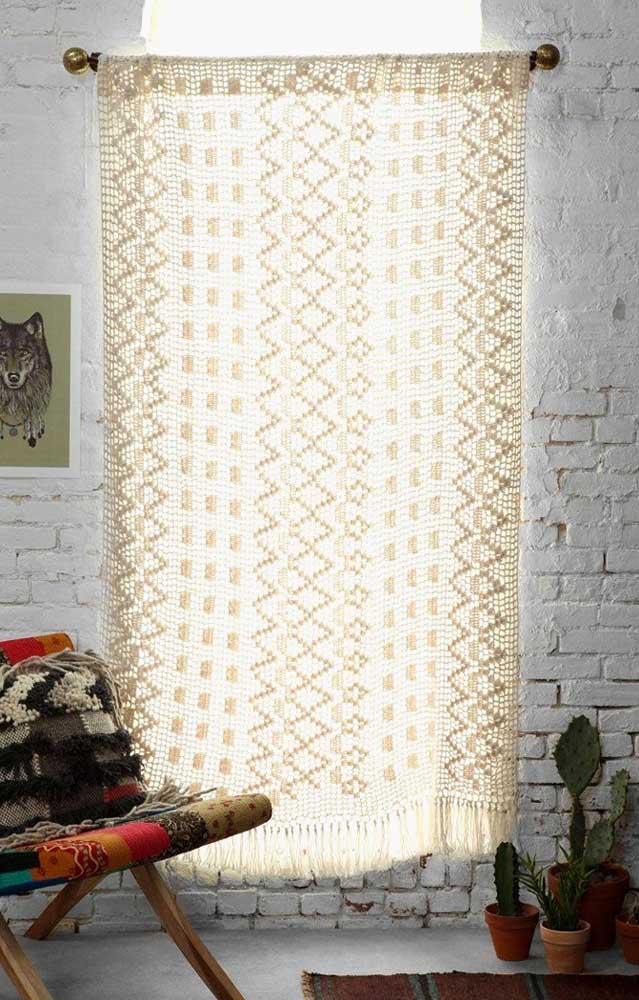 A cortina de crochê pode ser usada em diferentes estilos de decoração, mas você há de concordar que ela foi feita para propostas rústicas