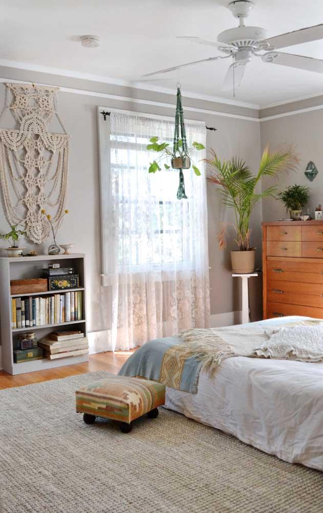 O quarto em estilo boho não teve dúvidas na hora de escolher o melhor modelo de cortina