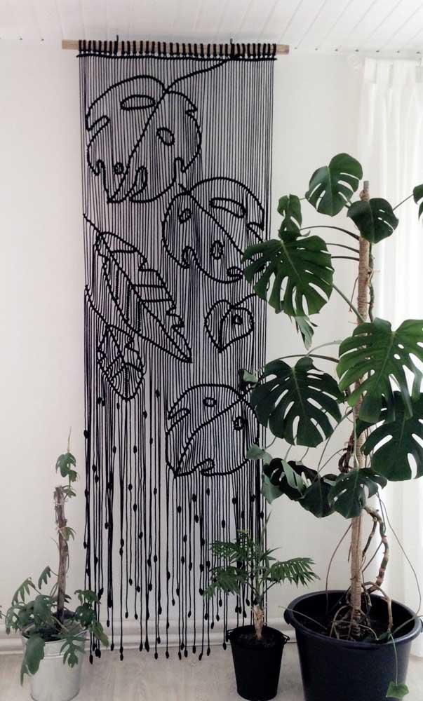 Costela de adão no vaso e na cortina de crochê