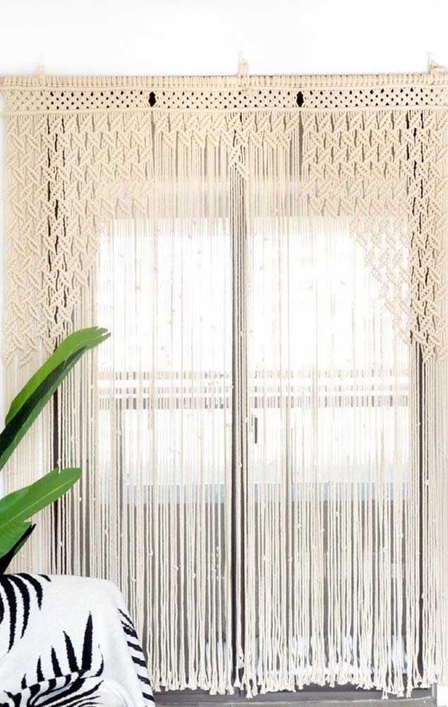 A cortina de crochê permite uma variedade enorme de desenhos e texturas, basta escolher aquela que mais combina com a sua casa