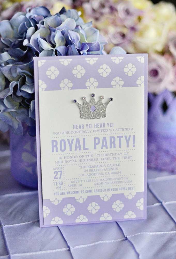Na hora de fazer o convite com o tema Princesa Sofia, você até pode fazer algo simples, mas sem deixar de levar em consideração um dos elementos decorativos mais importantes que é a coroa.