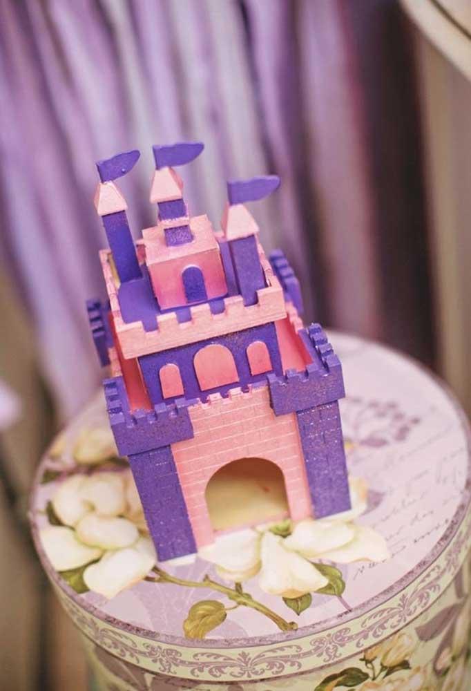 O belo Castelo onde vive a Princesa Sofia é um dos principais elementos decorativos da festa. Portanto, não pode faltar na decoração.