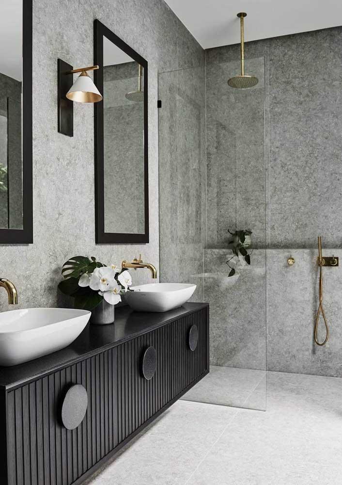 Dá para ser mais luxuoso do que um banheiro em preto e branco? A dupla mais clássica e elegante que existe!