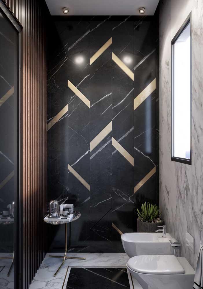 Já os detalhes em dourado reafirmam a proposta sofisticada e glamorosa do banheiro