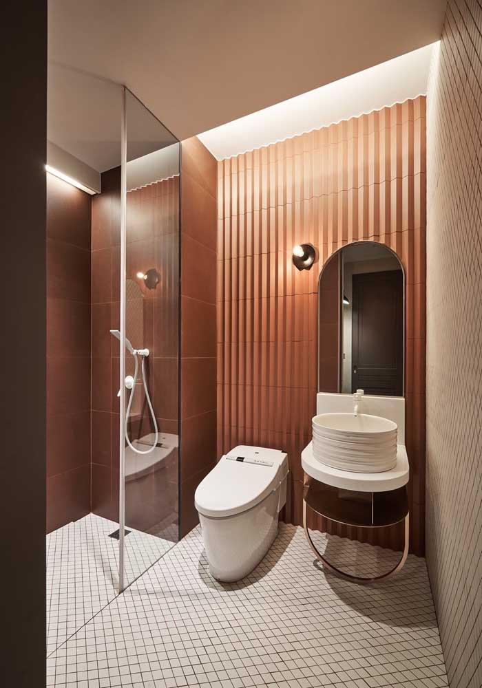 Os tons quentes trazem conforto e acolhimento para o banheiro de luxo