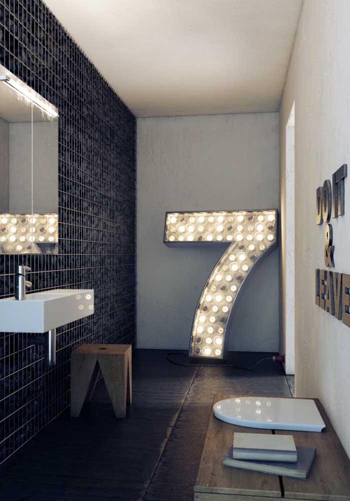 Banheiro de luxo moderno e com uma decoração despretensiosa