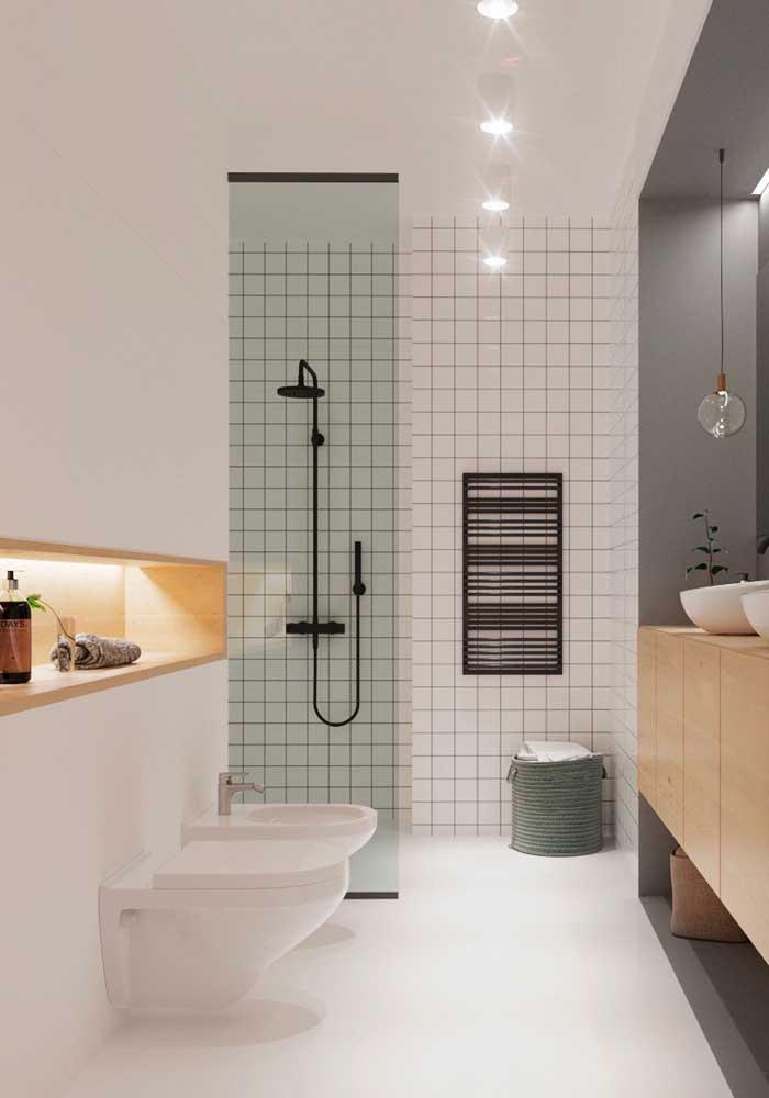 Nichos embutidos para organizar e decorar o banheiro de luxo