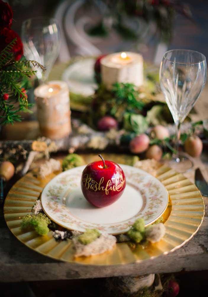 Que tal impressionar os convidados com uma bela e brilhante maça vermelha? No melhor estilo Branca de Neve!