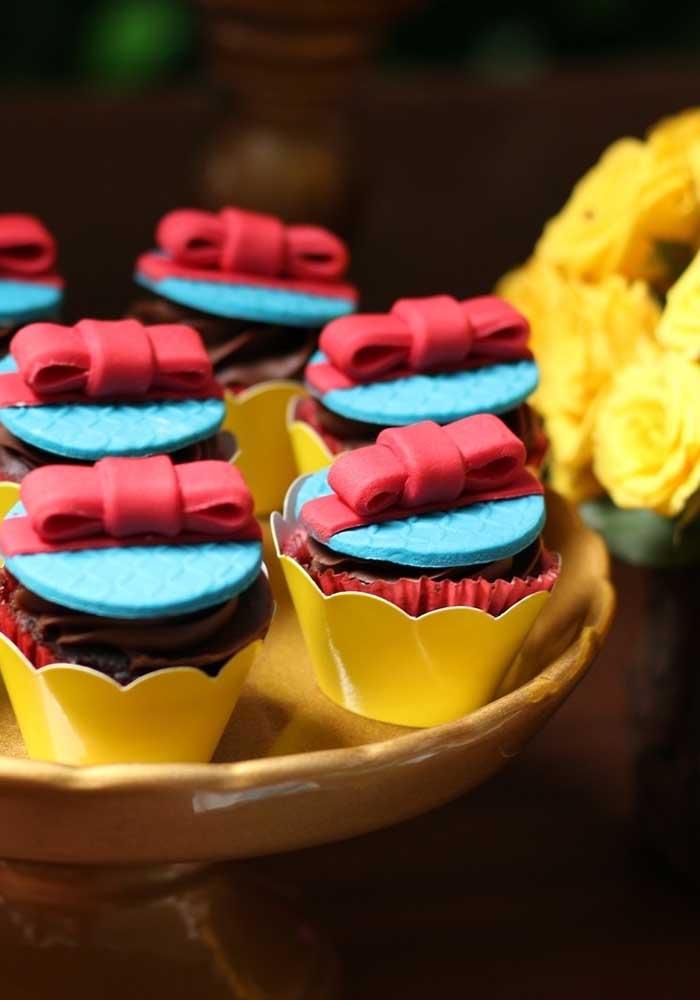 Cupcakes decorados no tema da festa Branca de Neve. Não podiam ficar mais lindos!