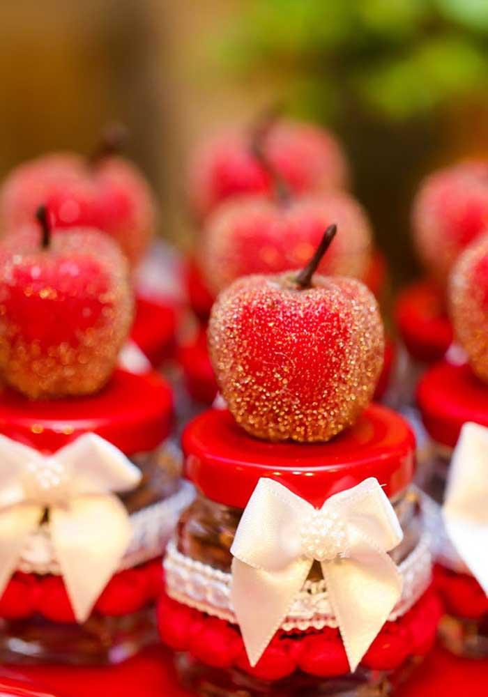 A maçã envenenada da Branca de Neve se transforma em deliciosos docinhos para a festa