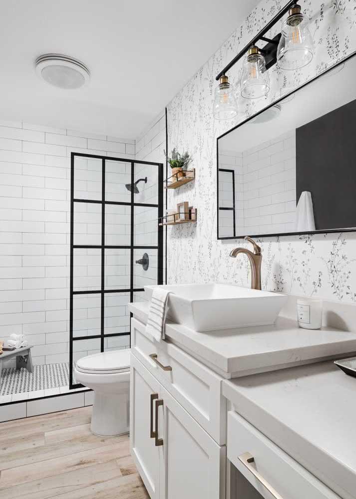 Outra vantagem do papel de parede é que você pode trocar com facilidade e sem fazer sujeira.